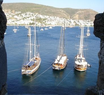 DSC08700-Bodrum crenellation-3 boats-small